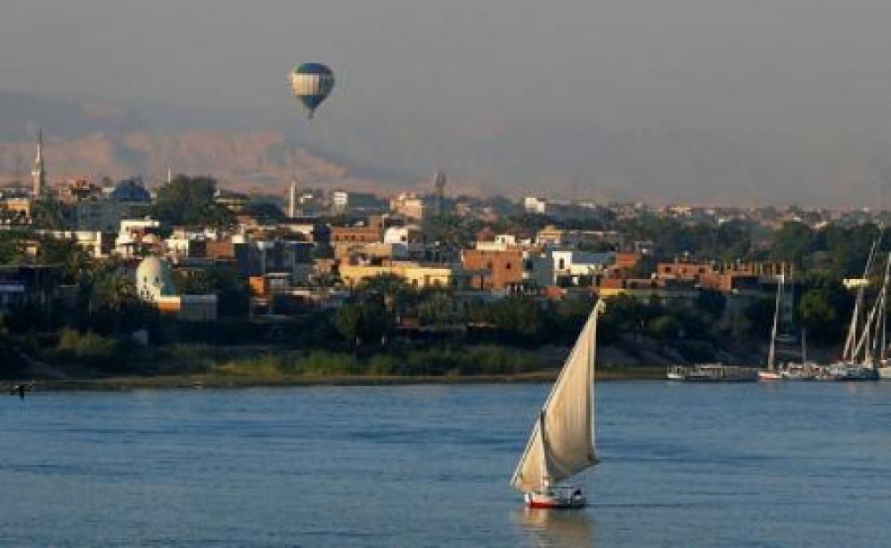 مصر تكشف عن محتويات مقبرة فرعونية تعود لعصر الدولة الحديثة