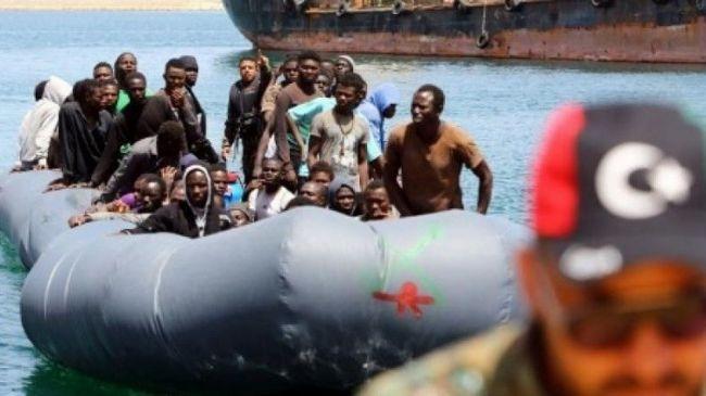 مسلحون يسلبون مهاجرين أموالهم ومحرك قاربهم في عرض البحر