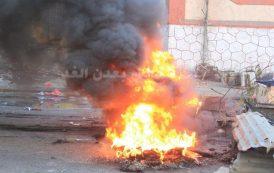 محتجون يحرقون الاطارات ويقطعون خط البريقة المؤدي للشيخ عثمان