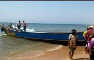 قوات التدخل السريع بأحور تلقي القبض على قارب محمل بعشرات الأفارقة