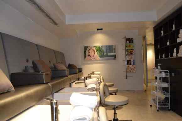 Mario Tricoci pedicure area