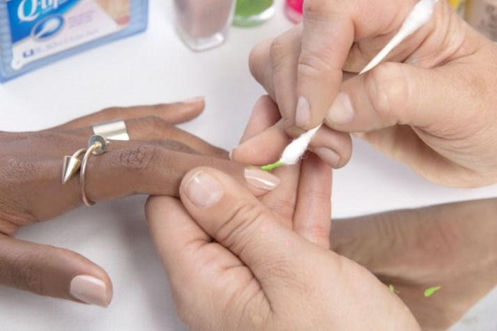 how-to-do-sprinkles-nail-art