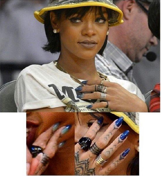 Rihanna in Gel II