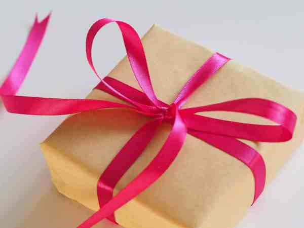 Red ribbon gift card