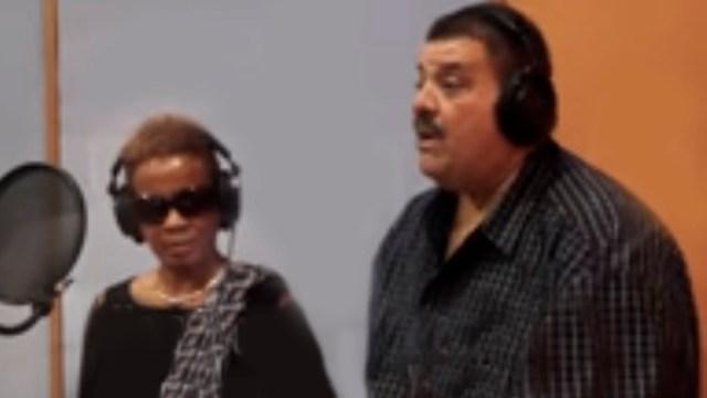 Maelo Ruiz y Gilberto Santa Rosa colaboraron con Choco para la grabación de este tema. (Captura: YouTube)