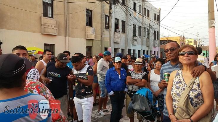 Gente de todos lugares del Callao y de Lima se dio un tiempo para poder escuchar buena salsa. El show duró 2 horas. (Foto: Salserísimo Perú)