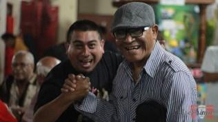 Martín Gómez, editor de contenidos de Salserísimo Perú, junto al bajista Máximo Pecho. (Foto: Salserísimo Perú)