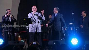 Pedro Huamanchumo, líder de Pedro Miguel y sus Maracaibos, alternando con la Sonora del 'Mocho' Bustamante. (Foto: Antonio Alvarez F./Salserísimo Perú)
