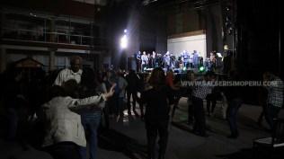 Conforme pasaron las horas más gente llegó al local de la cuadra catorce de la avenida Alfonso Ugarte. (Foto: Antonio Alvarez F./Salserísimo Perú)