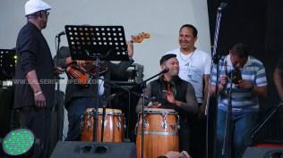 Willy Rivera se animó a golpear los cueros. Su orquesta fue una de las primeras en presentarse. (Foto: Antonio Alvarez F./Salserísimo Perú)