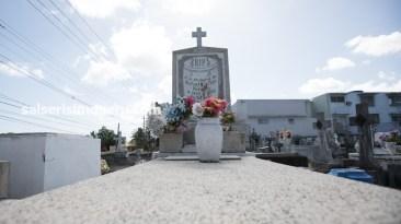 Los arreglos florales no faltan en la tumba del líder de Cortijo y su Combo. (Foto: Antonio Alvarez F./Salserísimo Perú)