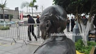 En la parte inferior de la oreja izquierda, el monumento del Mesías tiene un gran agujero, al igual que atrás. (Foto: Daniel Alvarez F. / Salserísimo Perú)
