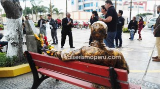 Luego de la ceremonia, la tertulia se prolongó por varios minutos. (Foto: Daniel Alvarez / Salserísimo Perú)