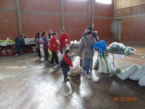 40137850_2075413379439980_1510524673559887872_n-300x225 Mais uma entrega de alimentos pelo Programa de Aquisição de Alimentos-PAA