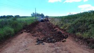52803044_1983492335290756_8823663168900300800_n-300x169 Recuperação das estradas no interior são prioridades para o escoamento da safra de soja.
