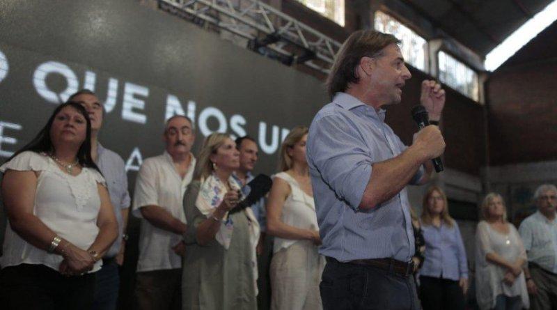 LUIS LACALLE POU Y BEATRIZ ARGIMON CERRARON CAMPAÑA EN SALTO