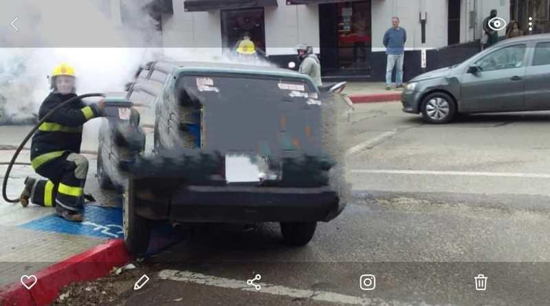 SE INCENDIÒ UN AUTOMOVIL EN LA TARDE DE HOY