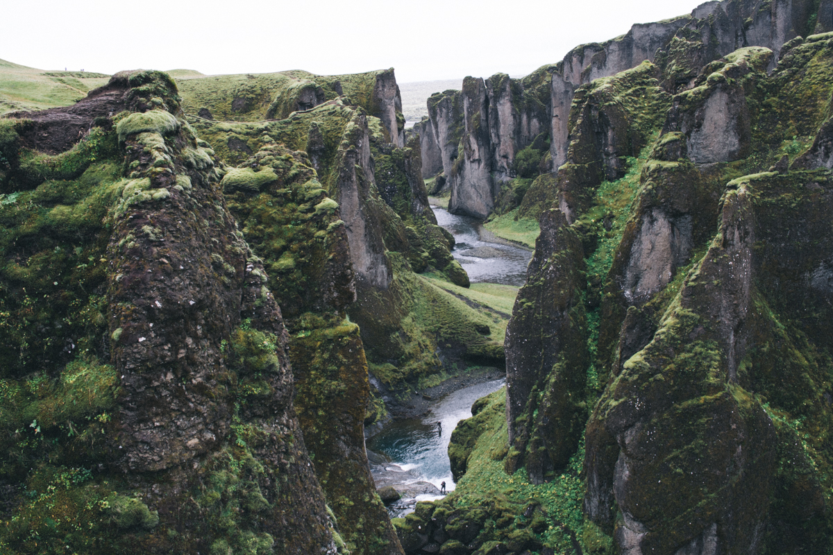 Roadtripping the southern coast of Iceland! So beautiful and so many things to see!! | Travel Iceland | Skogafoss | saltyspaces.com