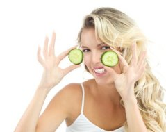 Rejuvenecer los ojos con Gimnasia facial y trucos sencillos