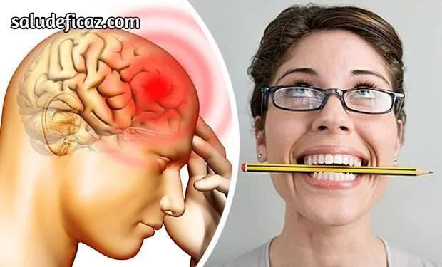 Morder un lapiz con los dientes ayuda a aliviar el dolor de cabeza
