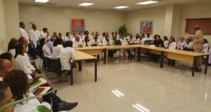 Director del SNS se reúne con médicos del hospital Materno Reynaldo Almánzar