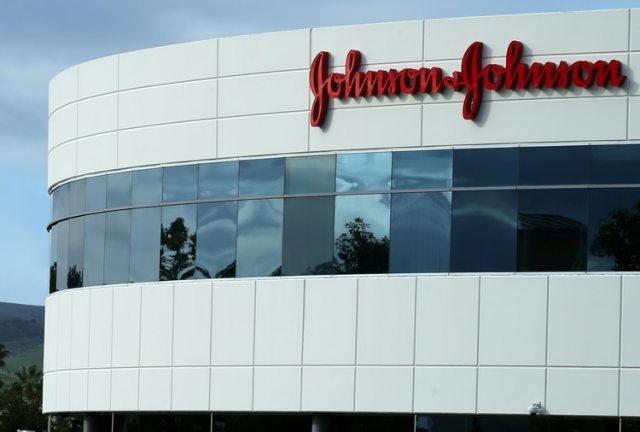 Johnson & Johnson condenado a pagar US8,000 millones por efectos de medicamento que hincha el pecho en los hombres