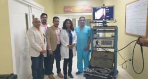 El Ney Arias Lora recibe torre endoscópica y colonoscópica