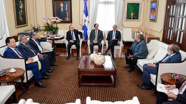 Presidente Danilo Medina conoce avances en construcción de hospitales y centros de salud