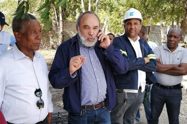 Director OISOE supervisa construcción del hospital San Bartolomé de Neiba