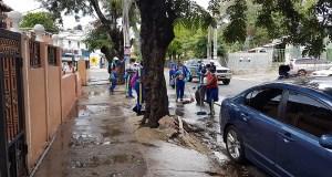 Ensanche La Paz es desinfectado por las autoridades; tiene la mayor tasa de casos confirmados de COVID-19 del DN