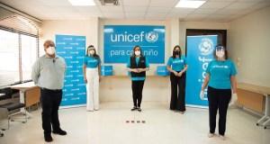 UNICEF entrega toneladas de equipos de protección para personal de salud trabaja contra COVID-19
