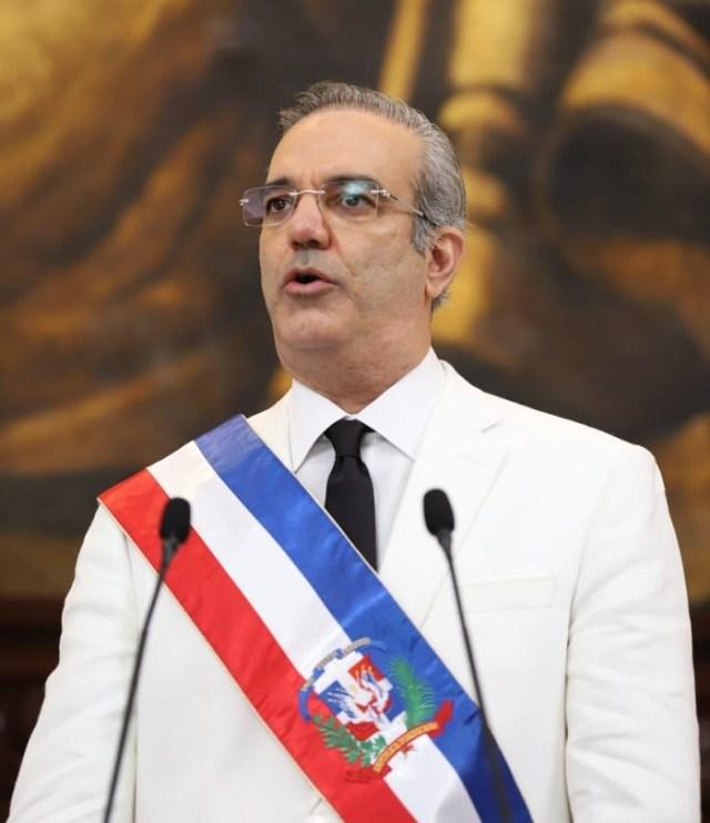 Presidente Abinader dice toque de queda seguirá pese a disminución muertes y casos Covid-19