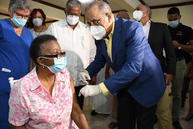 Salud y CONAPE iniciaron jornada nacional de vacunación contra Influenza