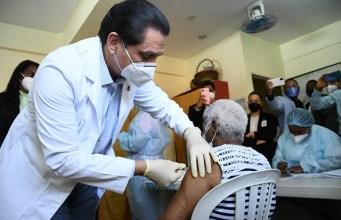 Ministro Salud encabeza jornada vacunación COVID-19 en Gualey, La Zurza y Capotillo