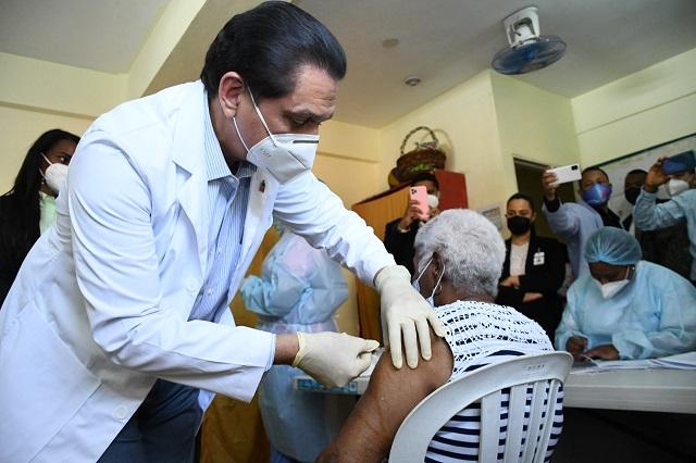 Más de 300 mil personas han recibido la segunda dosis vacunas COVID en el país