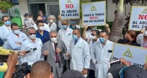 Los médicos vuelven contra las ARS; paran las consultas a afiliados en San Francisco, La Vega y Puerto Plata
