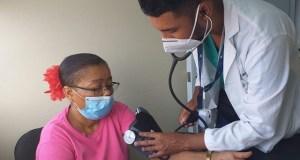 Médicos del Gautier realizan jornada toma de presión en Día Mundial Hipertensión Arterial