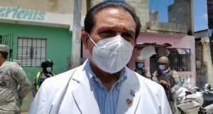 """Ministro Rivera: """"Los extranjeros que están viviendo permanentemente tienen derecho a su vacunación"""""""