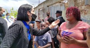 Primera Dama visita los barrios e insta a sus moradores a vacunarse