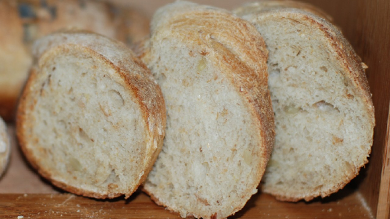 que es mejor el pan negro o blanco
