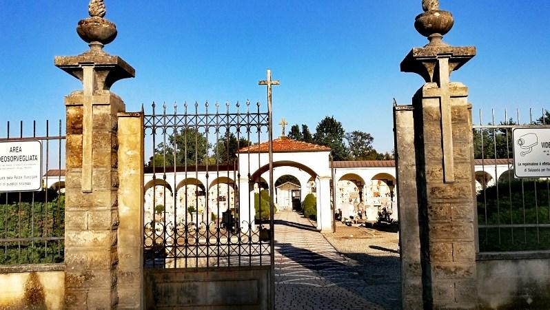 Al cimitero urbano rifacimento di una condotta idrica