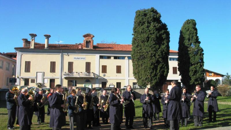 """Accadeva 10 anni fa che il """" Corps Philharmonique de Chatillon """", fosse ospite della Banda Musicale di Salussola"""