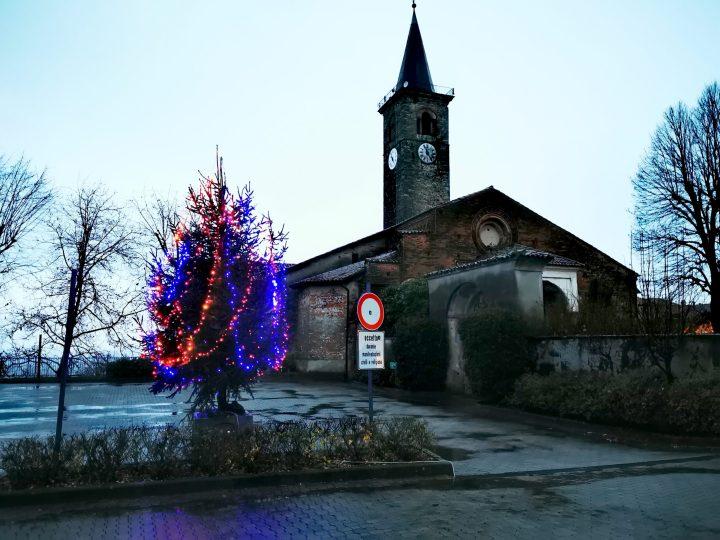 Grazie alla Pro Loco, illuminato un albero di Natale sui piazzali del Belvedere