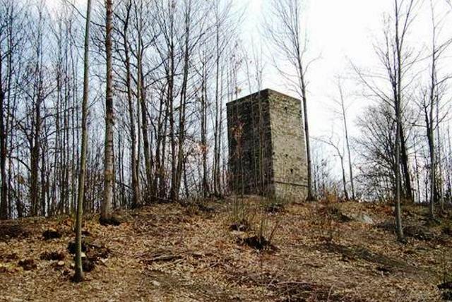 Oggi il percorso di Slowland Piemonte transita dalla Torre di san Lorenzo sull'omonimo sentiero