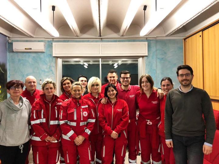 Foto di gruppo dei Volontari che ieri sera hanno superato l'esame e ottenuto l'abilitazione per operare sui mezzi d'emergenza