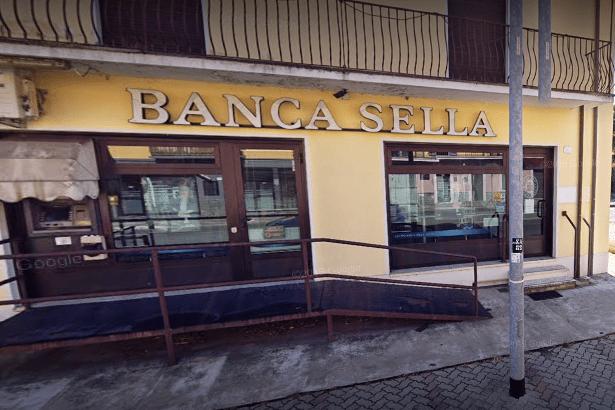 La succursale della banca Sella di Salussola riceve solo su appuntamento