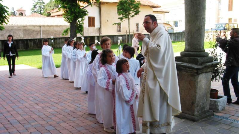 Dieci anni fa Comunioni e Cresime furono la domenica 16 maggio