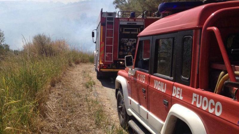 Veicolo agricolo in fiamme in Via Mulino dei Banditi