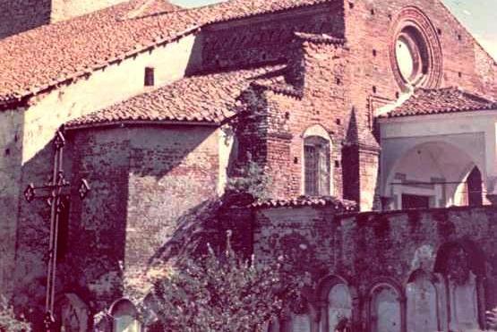 Vecchia Salussola: Una rara foto a colori anni del 1950 della chiesa dell'Assunta e del cimitero