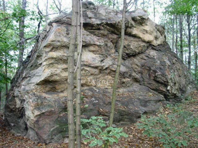 """Curiosità: Oltre Prelle c'è una pietra magica chiamata """" pera pich-era """""""